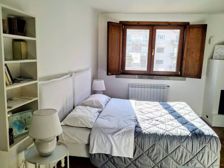WHITE ROOM DELUXE