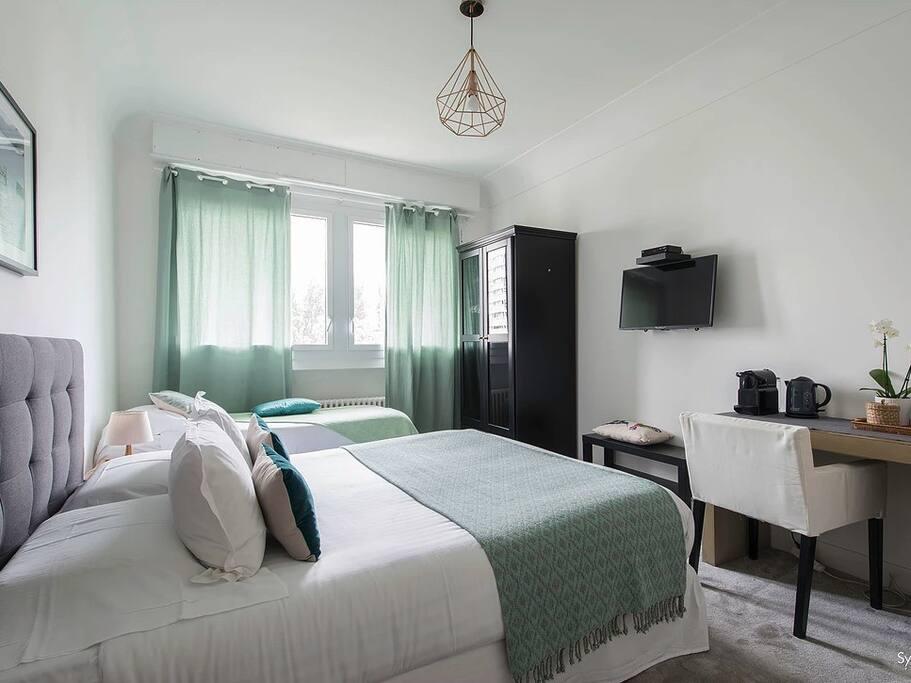 La Chambre / The Room