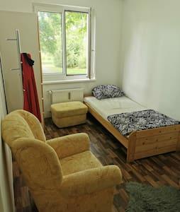 Möbliertes Zimmer in der Innenstadt