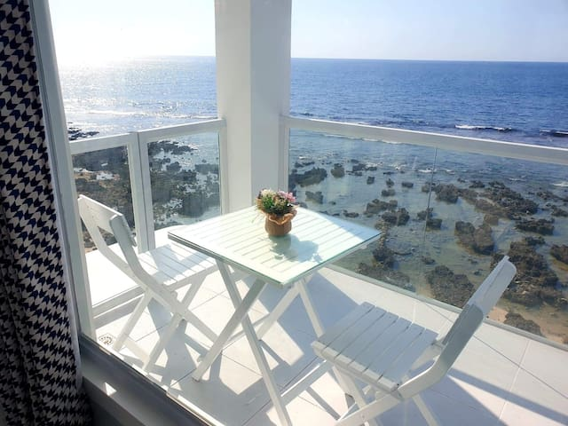 Chic Modern Beachfront Penthouse (3rd floor)