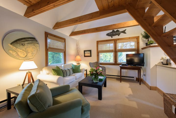 Adorable Cape Cod One Bedroom Loft - Barnstable - Haus