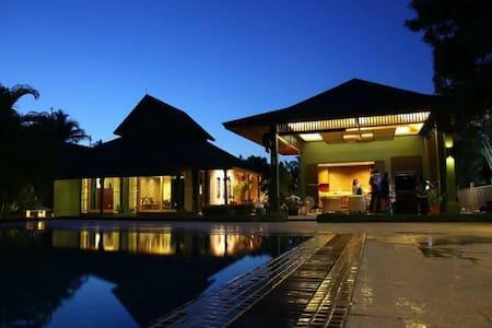Kuiburi-Bonok, Villa Knight Beach front ,Thailand