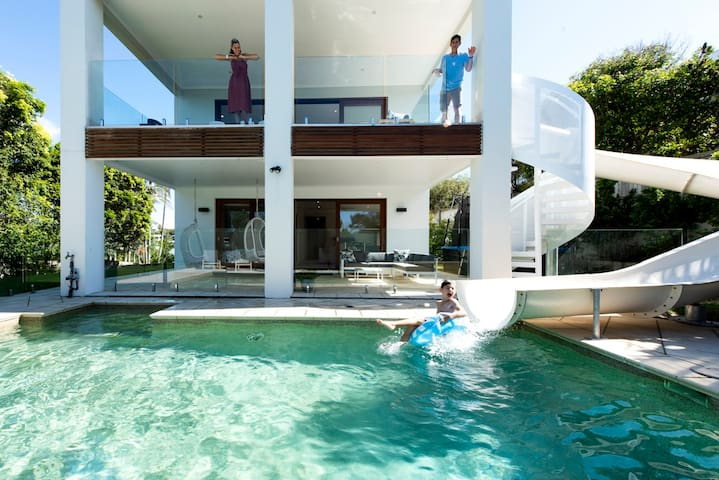 ULTIMATE NOOSA Six Bedroom Luxury with WATERSLIDE!