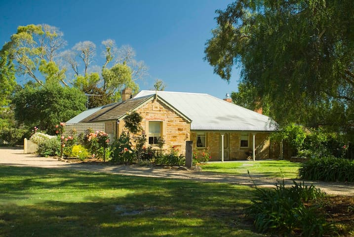 Evelyn Homestead with Historic Beauty