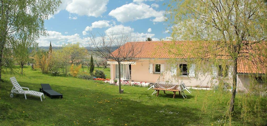 Maison avec grand jardin arboré - Saint-Sandoux - House