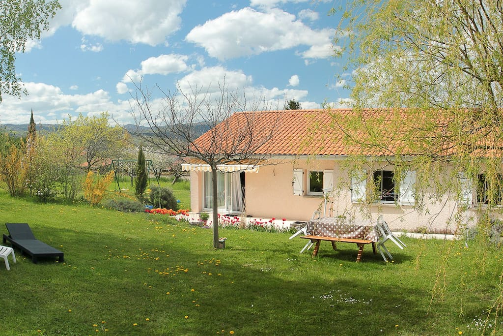 Maison avec grand jardin arbor houses for rent in saint for Au jardin guest house welkom