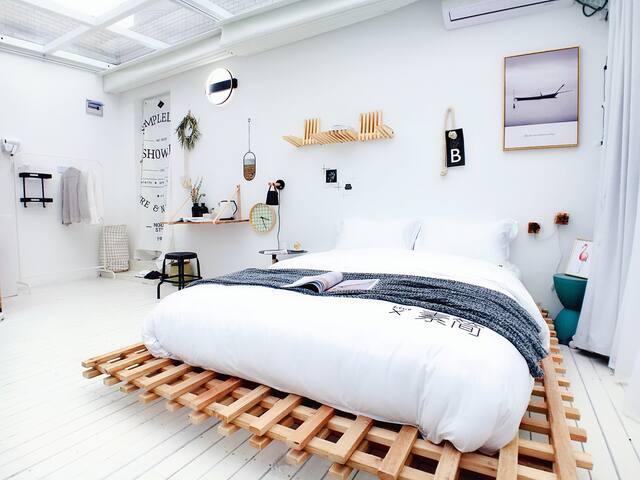 Live-素简【XING晴】[免费接送迪士尼(含双早)] 100寸投影,设计师别墅作品XQ