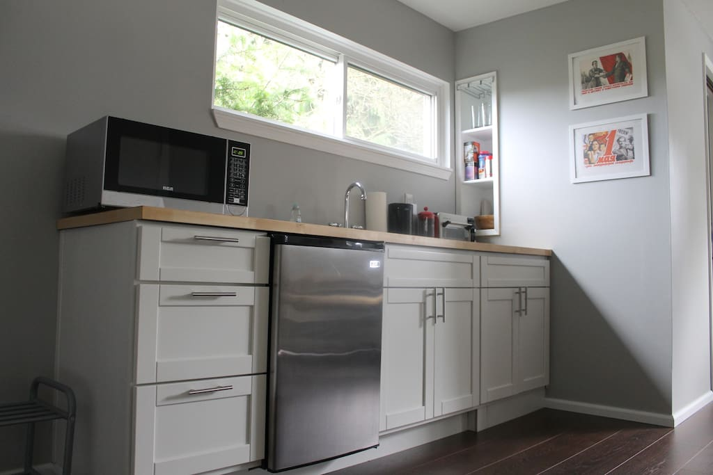 Kitchenette with a fridge, microwave and toaster oven