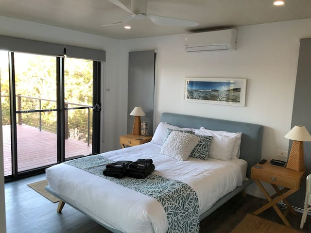 Master bedroom with ensuite, AC and Smart TV/Netflix