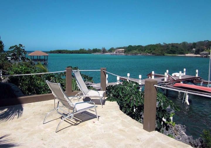 Luxury Waterfront 3 Bedroom Condo w/ pool and dock