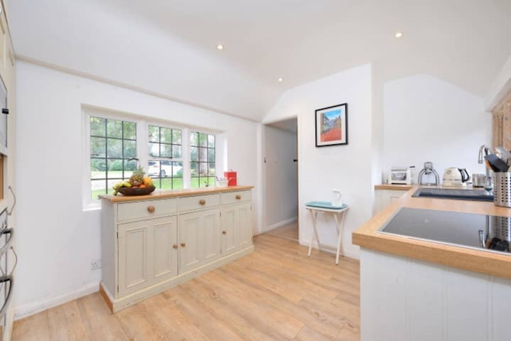 Cottage with tennis court and pool - East Sussex - Bungalow