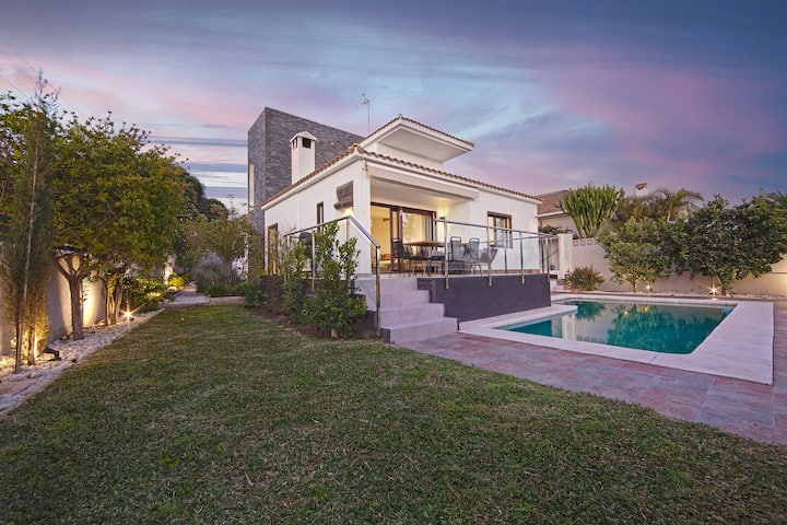 Modern Villa close to Costabella beach