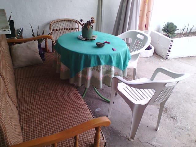 Habitación con jardín zona facultades - วัลลาโดลิด - ที่พักพร้อมอาหารเช้า
