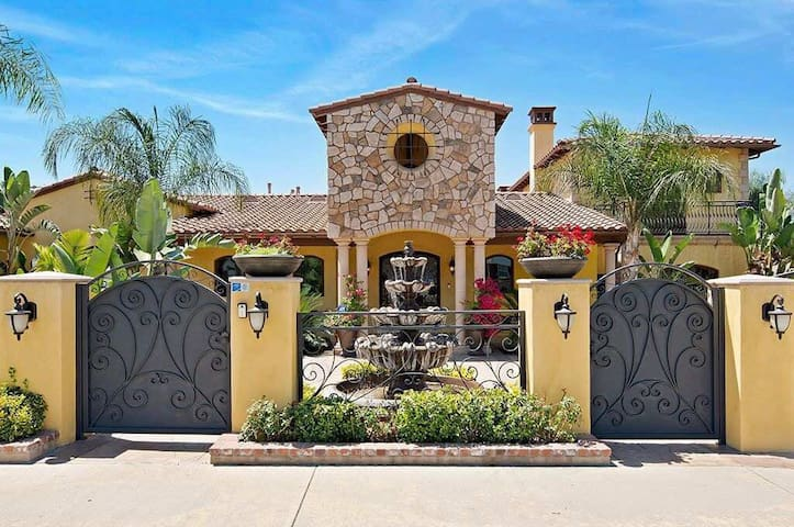 Gated Luxury Villa• Disney, Universal,Fairplex