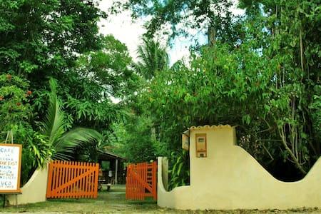 chalet tropical com ar na rua Beira Rio lado praia
