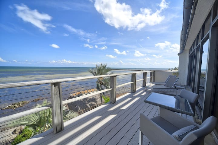 Casa Atlantica: A one bedroom condo on the Atlantic shore of Key West