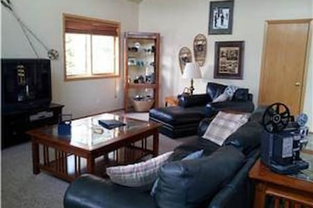 Highlands Hideaway - Pet Friendly (2BR Home) - Autre