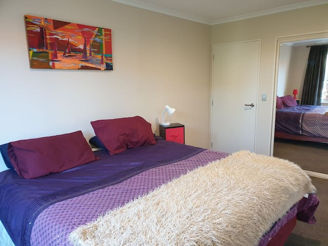 Christchurch: 2 bedroom+ensuite kitchenette/living