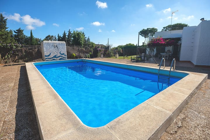 Holiday home with pool and tennis court - Casa en la Playa