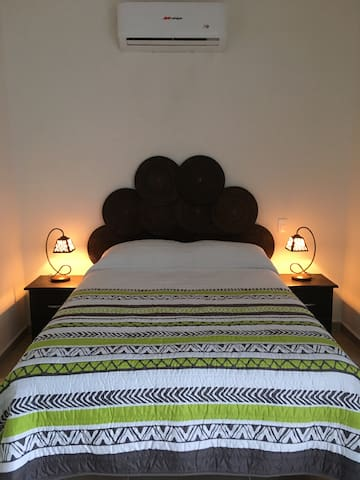 Recámara 1 cama matrimonial y Minisplit