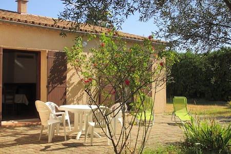 Villa Valaurie: Le repos assuré à la campagne - Lézan