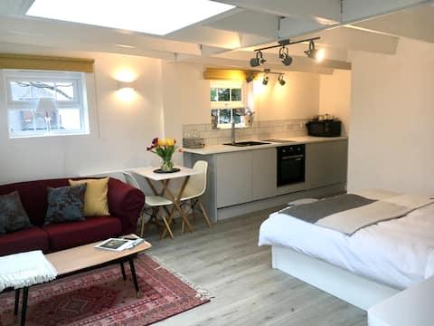 Brighton private boutique garden studio & parking