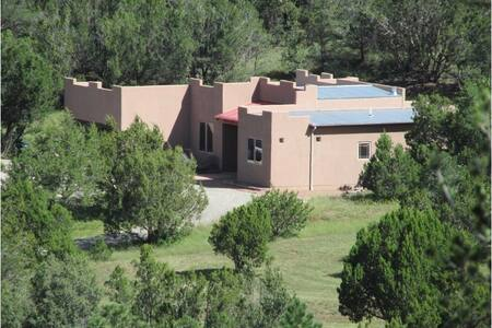 Casa Archuleta - A peaceful Southwest home retreat