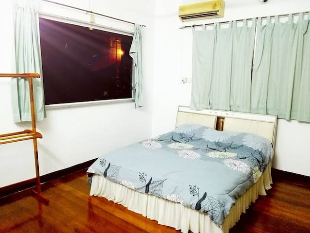 Cozy Private Queen Bedroom - Tanjung Bungah - Hus
