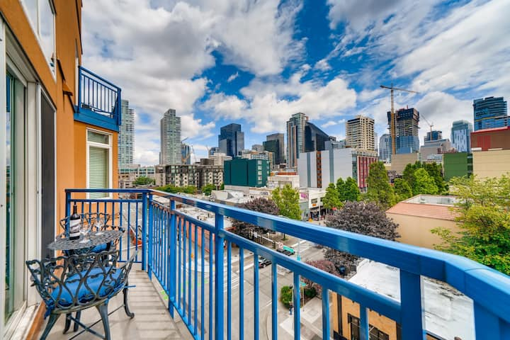 1 Bedroom City View Loft In Downtown Seattle