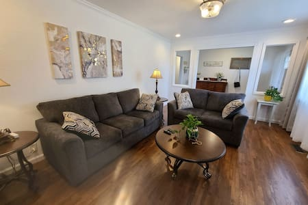 Downtown 3/2 Updated Home on New Hope Road!