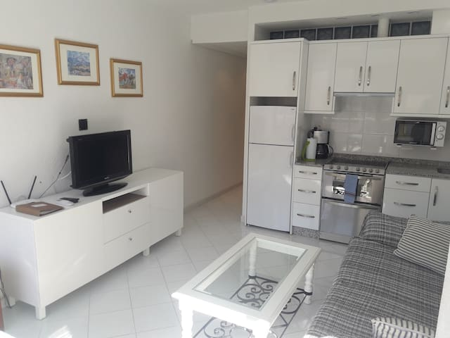 Sunny apartment 100 meters from the beach