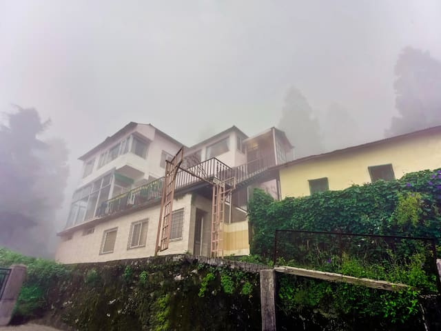 OYO - Plush 2BHK Abode on Mall Road, Mussoorie
