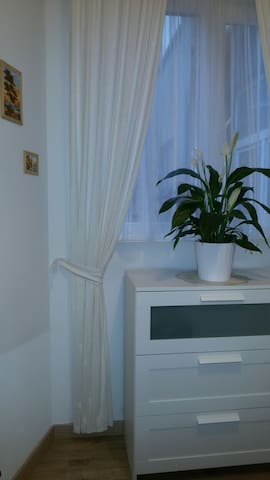 N2 cozy studio13m2 (bathroom is across the hall) - Koekelberg - Huis