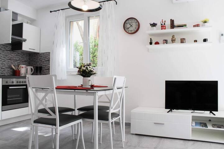 Apartment OLEANDAR situated between SPLIT & TROGIR