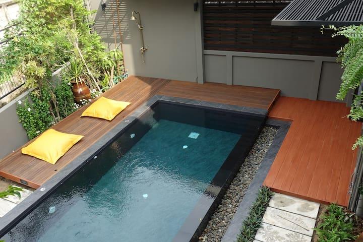 MAYA RED Pool Villa + shared swimming pool