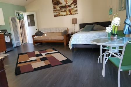 Spacious Noho Guest House