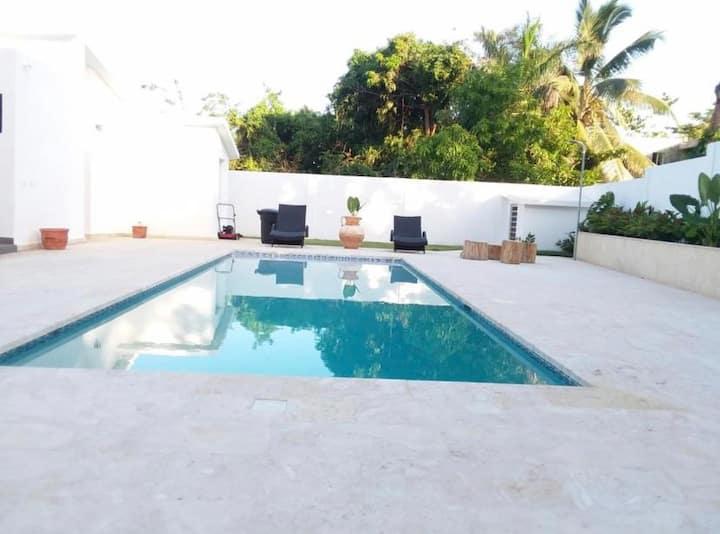 Costambar Beach $200 / a night - 4 bedrooms