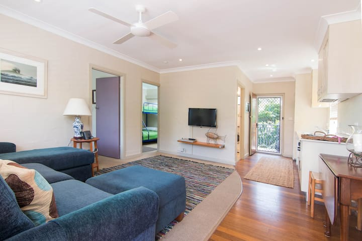 Middles, Unit 2 Great location to beaches - Blueys Beach - Villa