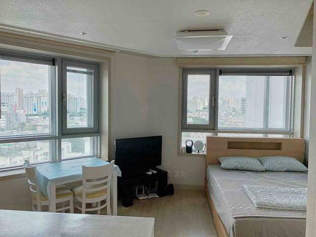 MRS. Lee 5MINS from daegustation;close to downtown
