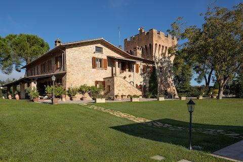Torre Villa Belvedere  Luxe et relaxation avec piscine