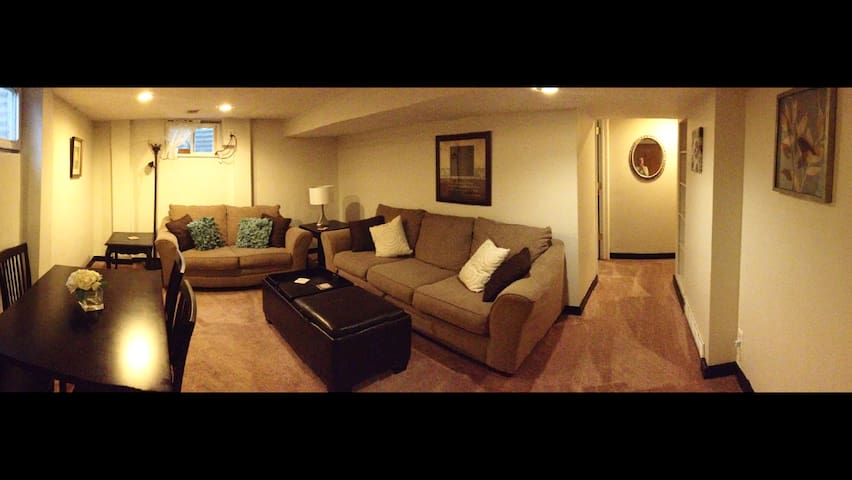 Spacious South KC Apartment *Two Blocks To IHOPKC* - Kansas City - Wohnung