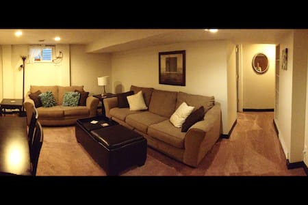Spacious South KC Apartment *Two Blocks To IHOPKC* - Kansas City - Appartement