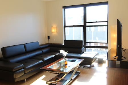 MODERN COUCH IN LUXE SOUTHIE APT - WALK TO SEAPORT - Boston - Wohnung