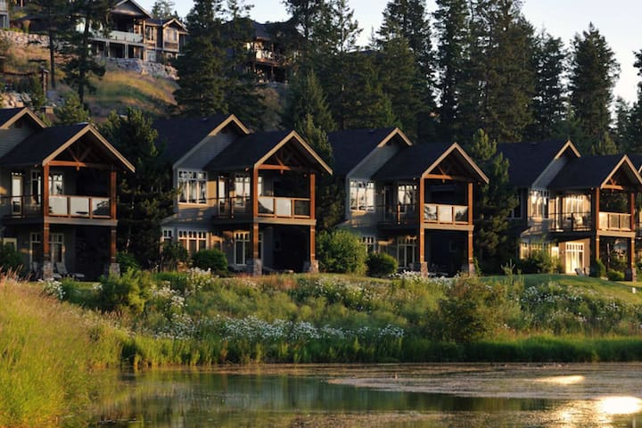 Cozy, Elegant, Bright Luxury Villa   Pool + Hot Tub Access