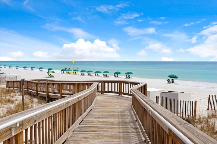 Cozy condo, quiet beach. HEATED POOL & HOT TUB☀️🐬🌊