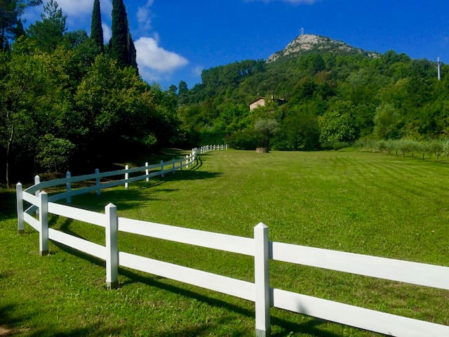 Charming little house in splendid estate. - Anduze