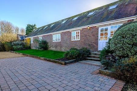 Shalfleet Manor Barn