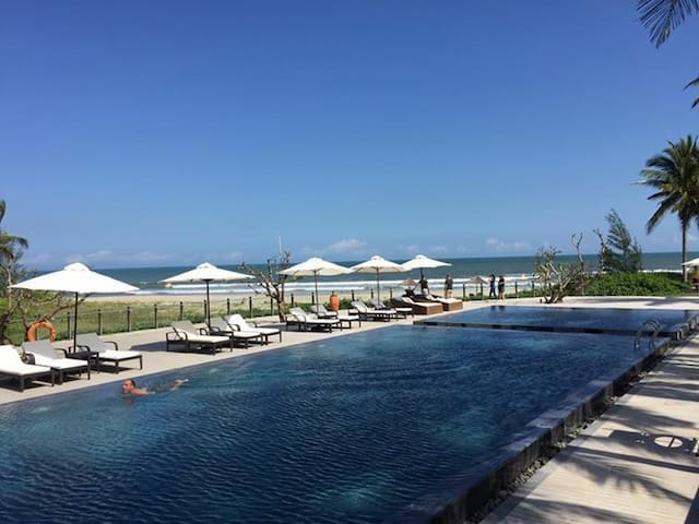 Beachfront Luxury Apart ★ Walk to Sandy Beach