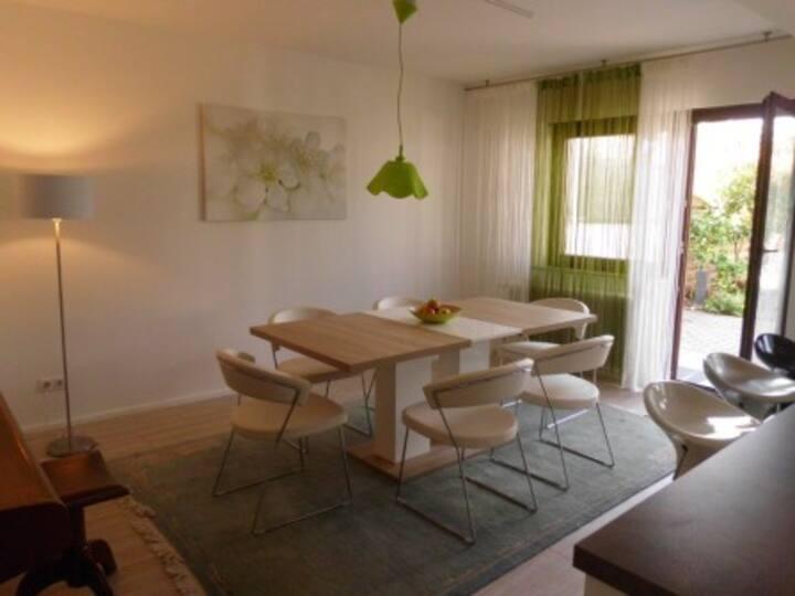 2,5 Zimmer Erdgeschosswohnung, 90m² mit Terrasse