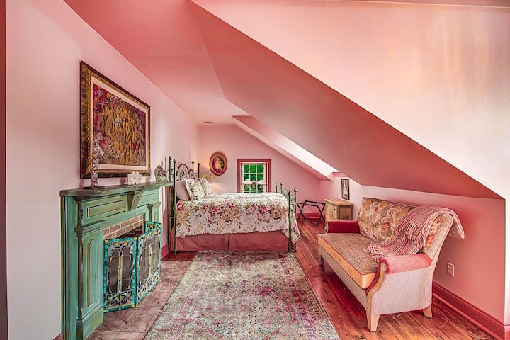 Romantic Moonstone Manor B&B-Willow's Whimsey